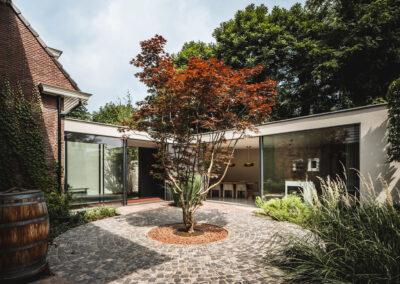 Villa K3 binnen tuin door Tom Kneepkens/ Peter Baas