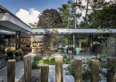 Villa W tuin zijaanzicht door Tom Kneepkens/François Hannes/Peter Baas